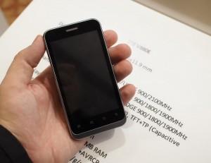 Фото ZTE V880E Dual Sim спереди