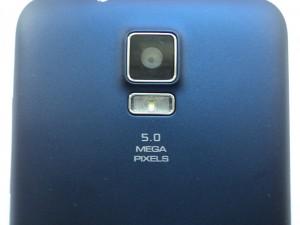Камера смартфона ZTE V880G крупным планом