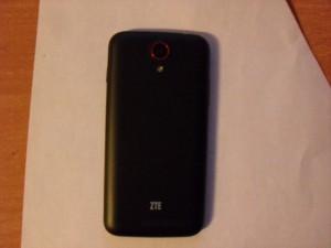 Задний вид смартфона ZTE Leo M1
