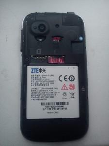Фото смартфона ZTE V809 Blade C2 со снятым аккумулятором