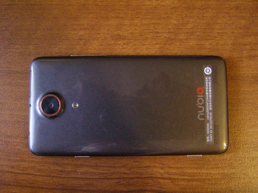 Смартфон ZTE Nubia Z5S - фото задней стороны