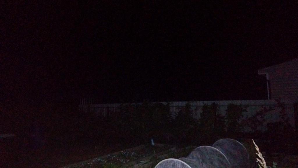 Фото ночное с забором